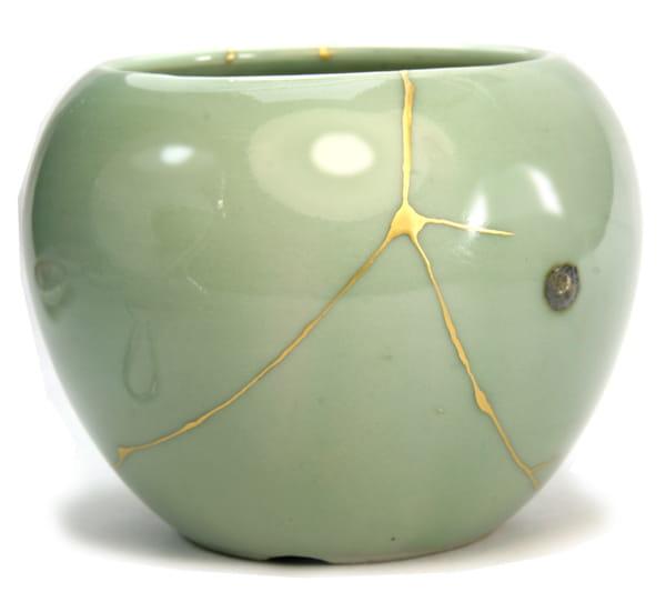 ceramique-verte-reparee-au-kintsugi