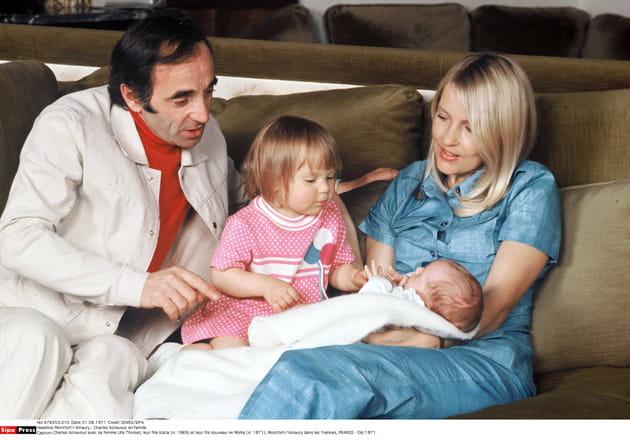 Tendre moment en famille en 1971
