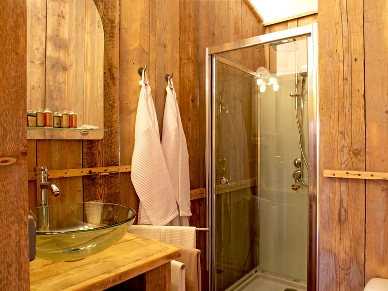 Une salle de bains version bois for Salle bain bois