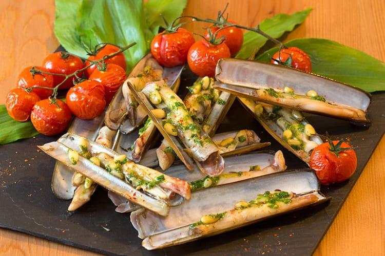 Recette De Couteaux De Mer Au Pesto Dail Des Ours Et Aux Pignons - Cuisiner couteaux