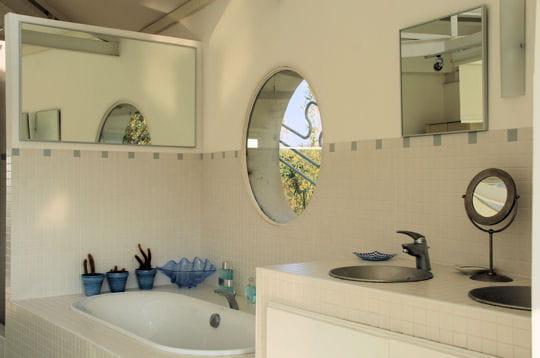 Salle de bains ouverte for Salle de bain couloir