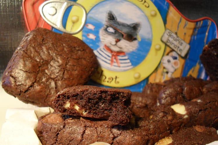 Cookies carrés au cacao et aux trois chocolats