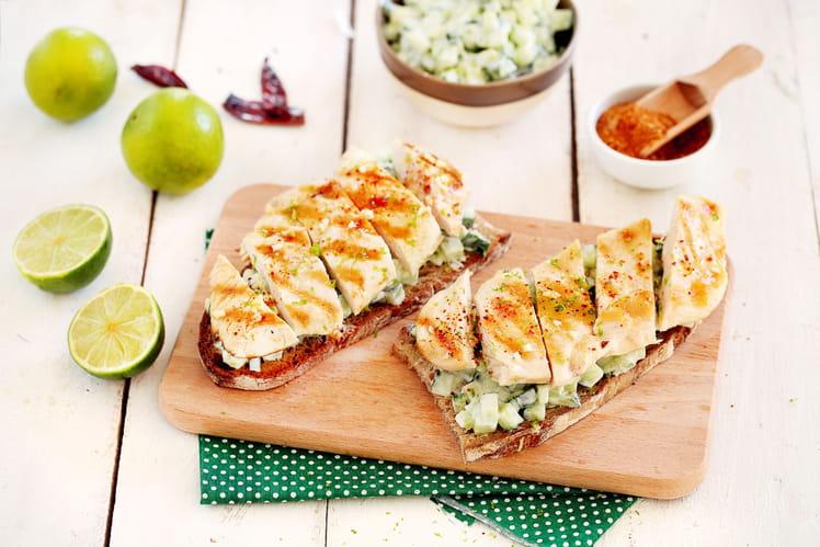 Tartines aux escalopes de poulet et tzatziki