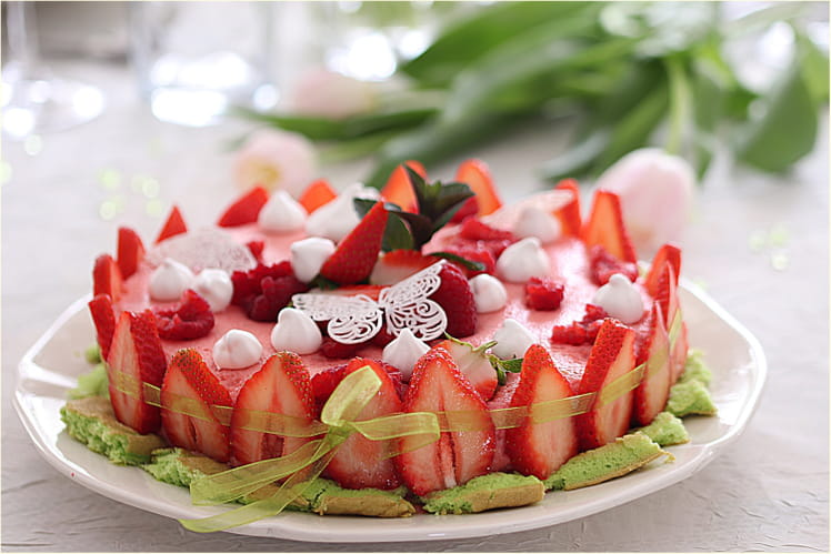 Gâteau mousse aux fruits rouges génoise à la menthe