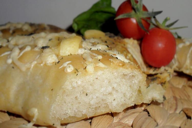 Fougasse aux fromages et aux herbes