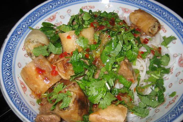 Bo bun (salade de crevettes, boeuf et crudités)