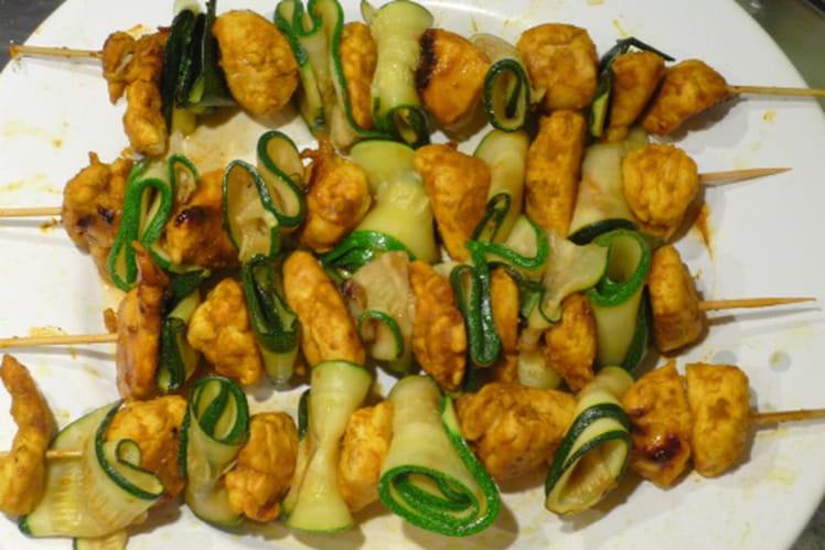 Brochettes de poulet et courgette au curcuma