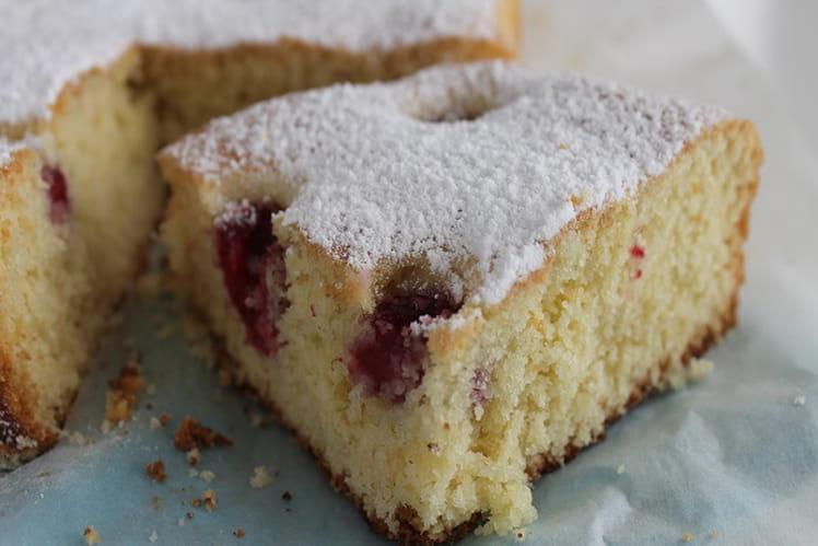 Gâteau moelleux aux framboises fraîches