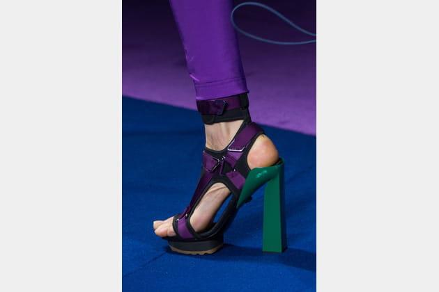 Les sandales color block du défilé Versace
