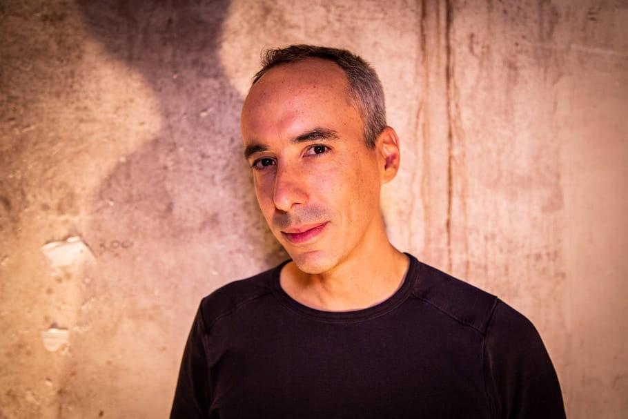 """François Clapeau: auteur de """"Barré"""", journaliste Santé et guitariste de rock"""