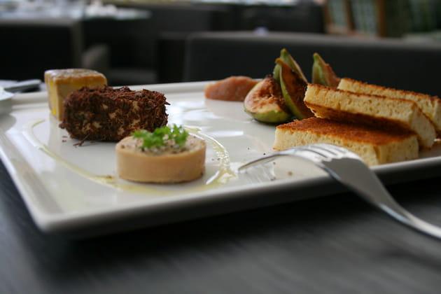 Terrine de foie gras, toasts et figues fraîches