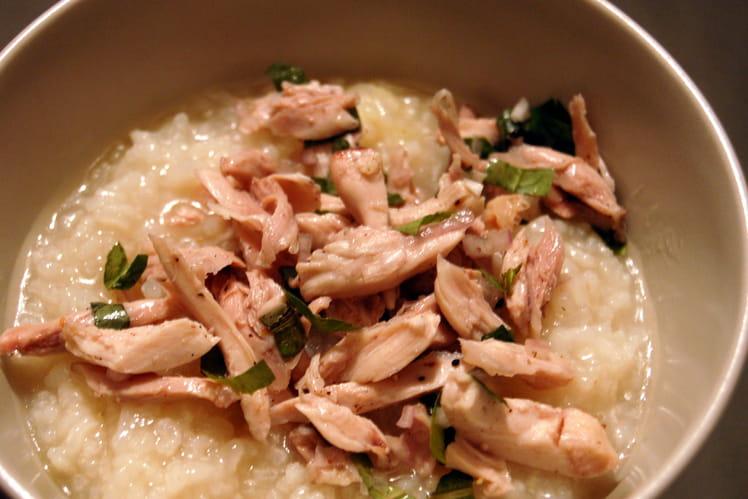 Soupe vietnamienne de riz au poulet