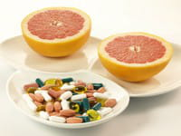 le pamplemousse augmente l'absorption des médicaments.