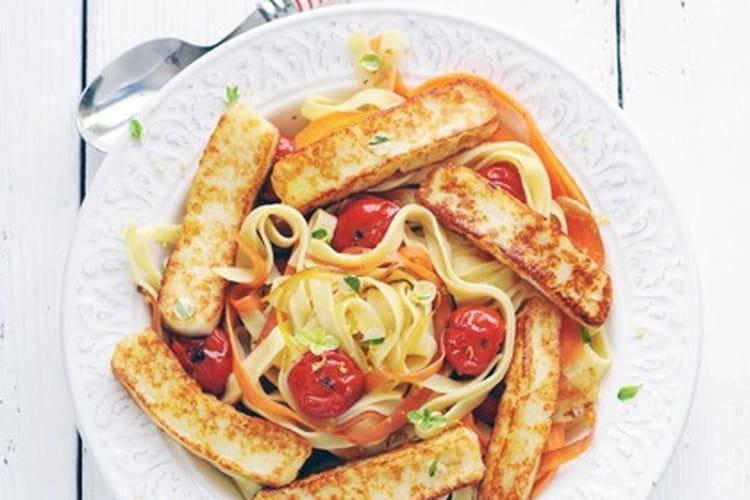 Tagliatelles de carottes et de blé, citron et Grillis doré