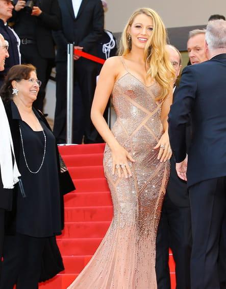 Une robe pailletée ocre pour Blake Lively