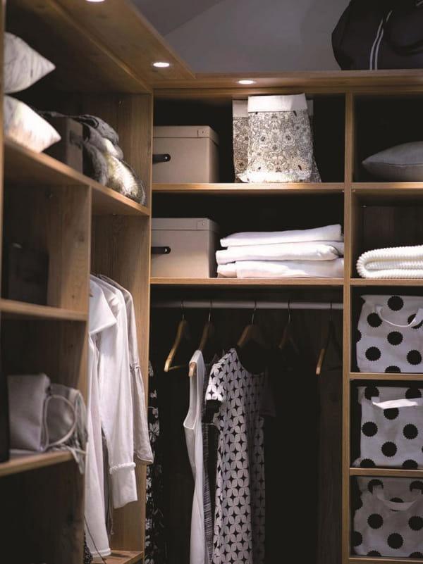 comment organiser et optimiser un dressing. Black Bedroom Furniture Sets. Home Design Ideas