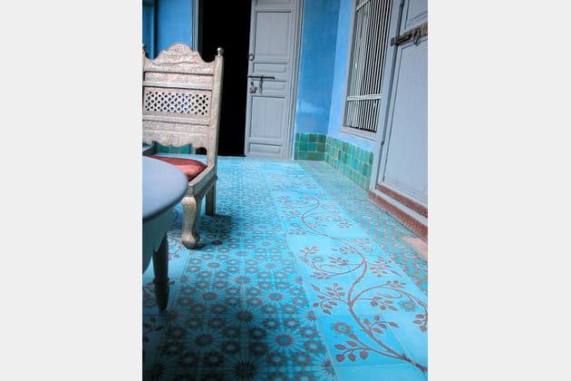 Carreaux de ciment bleu vif d'Emery & Cie