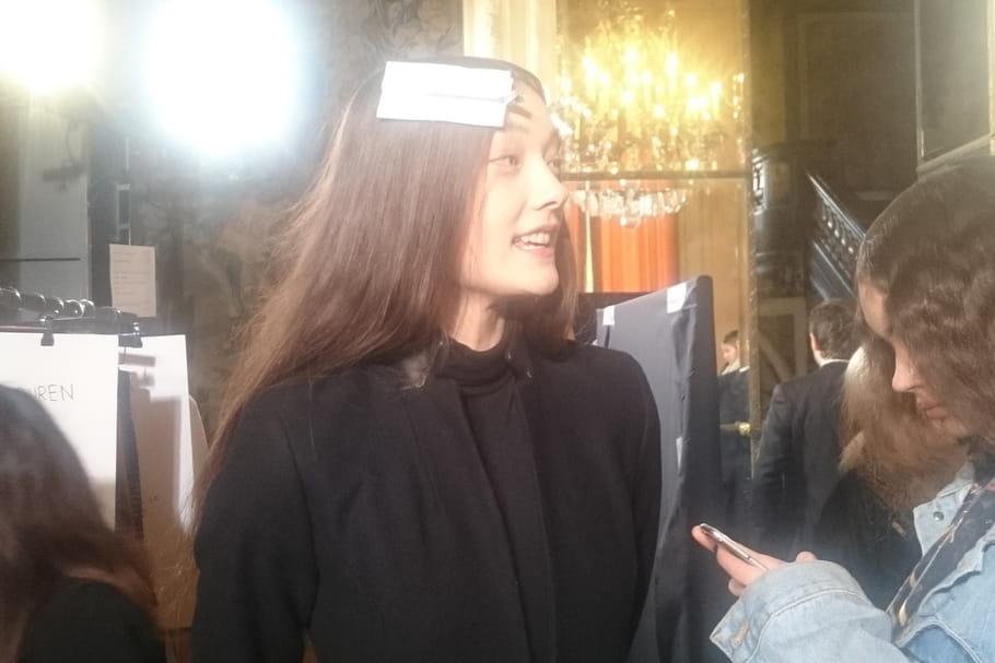 Le hairstyle rétro-vaporeux du défilé Roland Mouret