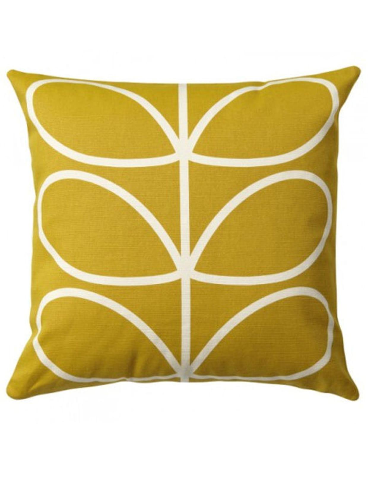 coussin moutarde et cr me. Black Bedroom Furniture Sets. Home Design Ideas