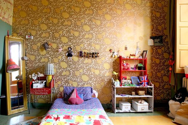 Une chambre d'enfant colorée à motifs