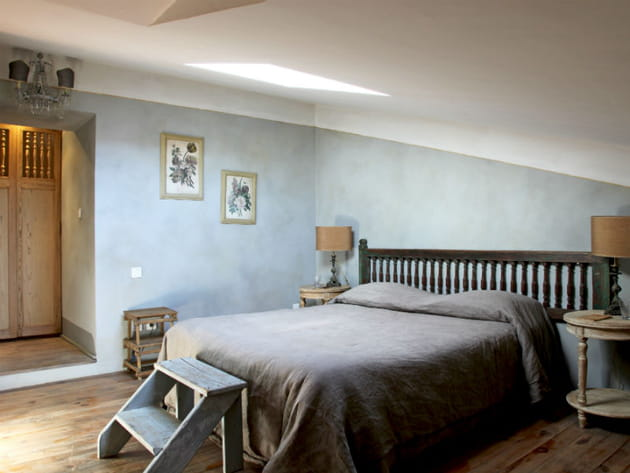 Une chambre d'amis élégante et authentique