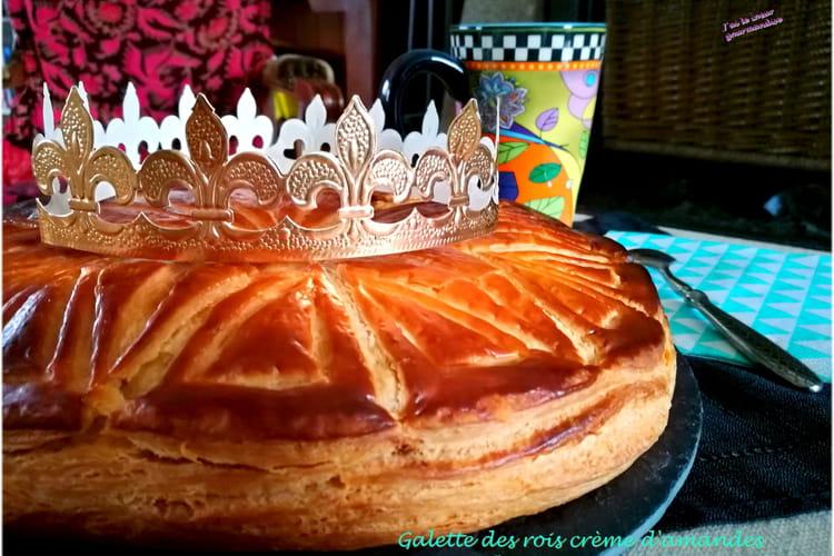 Galette des rois crème d'amandes et pommes vanillées au rhum