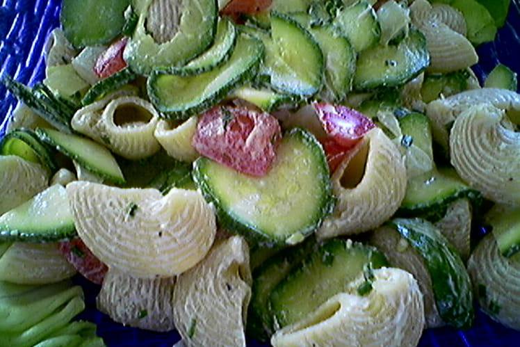 Salade crémeuse de pipe rigate aux courgettes