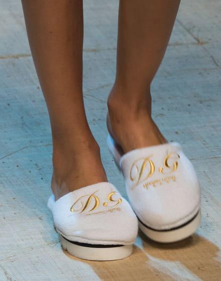 Les pantouffles d'hôtel du défilé Dolce & Gabbana