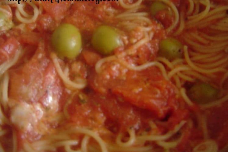 Capellinis aux olives et sauce tomate