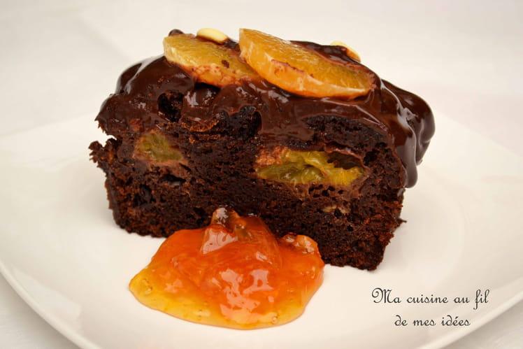 Cake moelleux au chocolat noir et clémentines, épicé aux baies de Timur