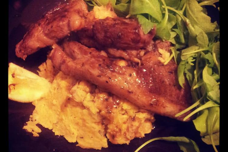 Côtelettes d'agneau et purée de pois chiche