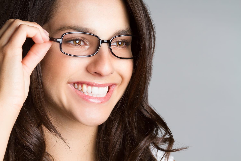 [VIDEO] Comment dessiner ses sourcils lorsque l'on porte des lunettes?