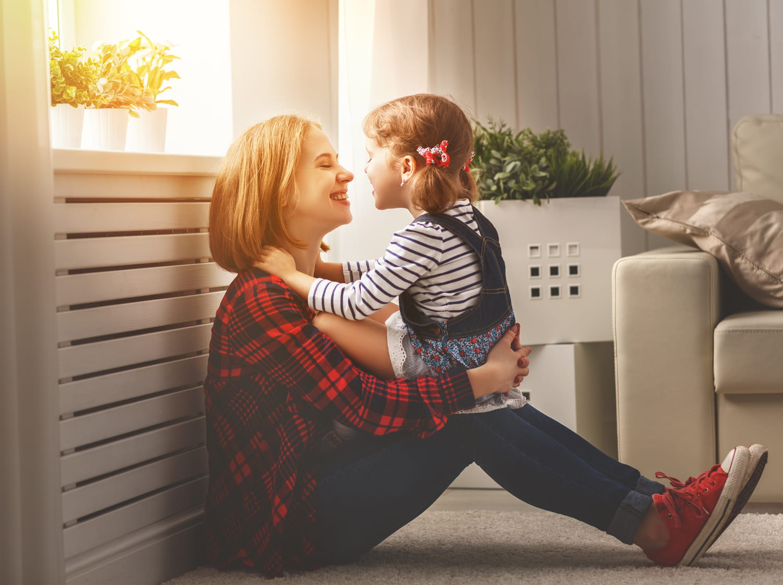 Maman poule: quels sont les risques d'une surprotection maternelle?