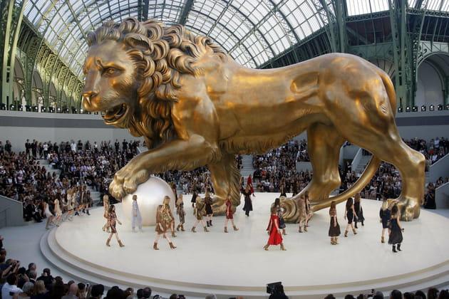 Plongée dans les décors des défilés Chanel au Grand Palais