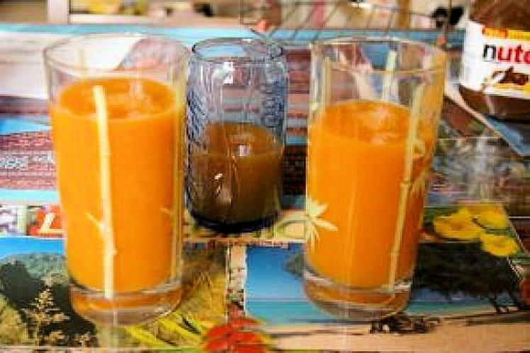 Jus de carotte, pomme et thé aux agrumes