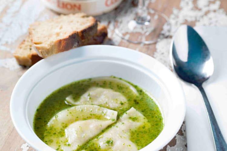 Ravioles de camembert et son bouillon au pistou