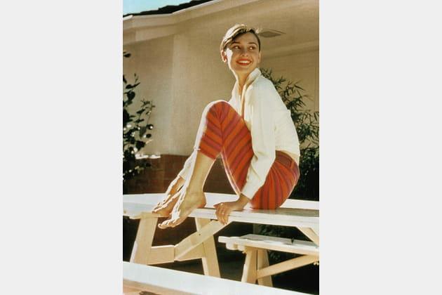 Audrey Hepburn en pantalon rayé
