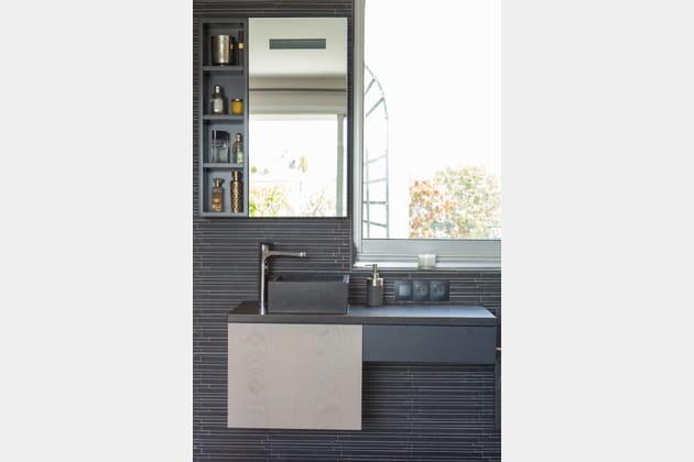 un lavabo en granit. Black Bedroom Furniture Sets. Home Design Ideas
