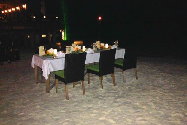 Un dîner gastronomique les pieds dans le sable