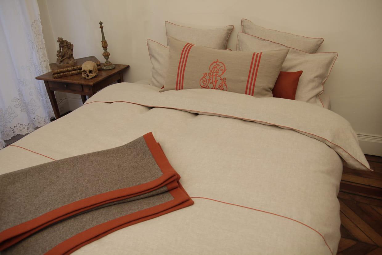 dessus de lit en laine feutr e par anne becker paris. Black Bedroom Furniture Sets. Home Design Ideas