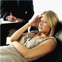le psychanalyste est le plus souvent psychologue ou psychiatre.