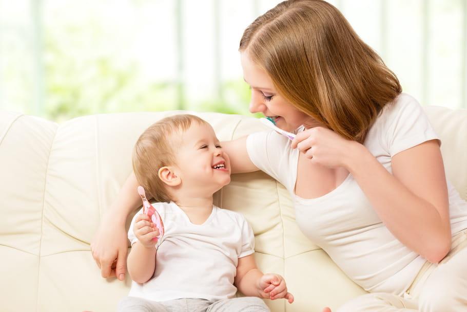 Hygiène, brossage, caries... Les dents de bébé en 6questions