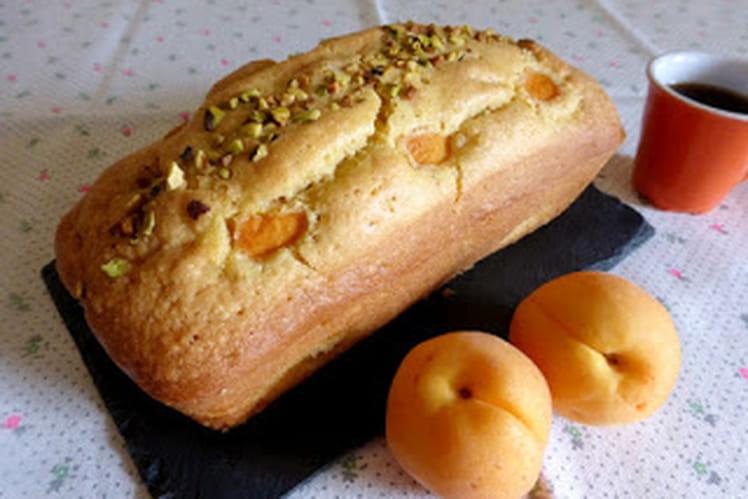 Cake abricots amandes et éclats de pistaches