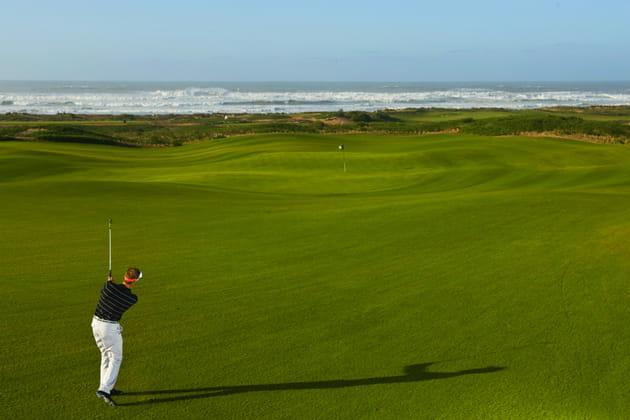 Golf matinal dans un décor de rêve