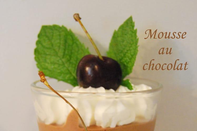 Mousse au chocolat meringuée