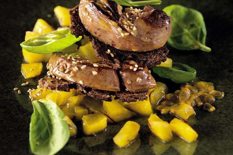 Foie gras de canard poêlé, mille-feuille pomme-passion