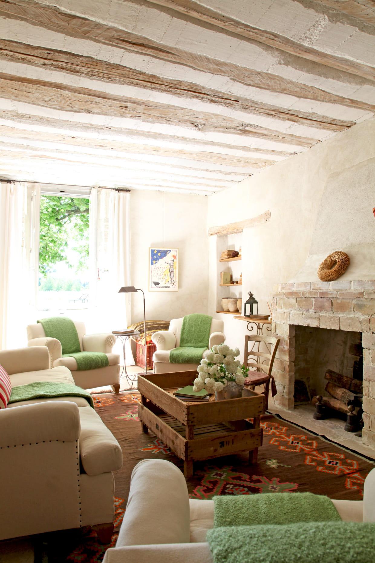 un salon de charme et authentique. Black Bedroom Furniture Sets. Home Design Ideas