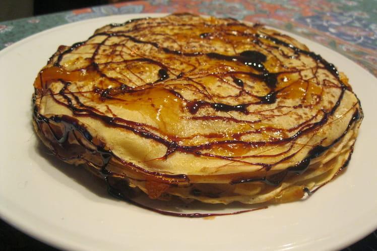 Gâteau de crêpes aux pommes et caramel
