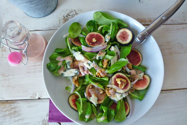 Salade de figues, noix et fromage de brebis sauce légère au yaourt de soja