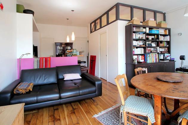 Une chambre au milieu du salon!